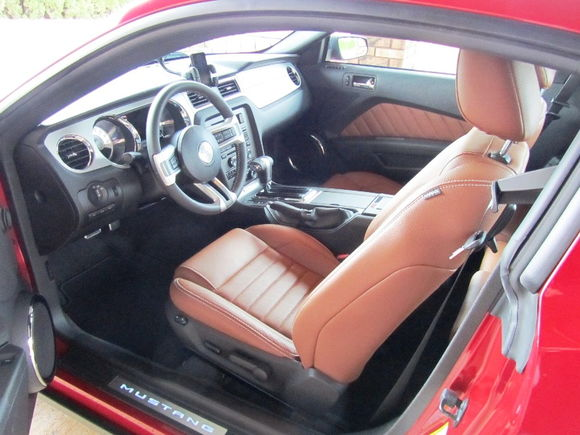 zulu45's 2011 Ford Mustang V6 Premium. Picture 3