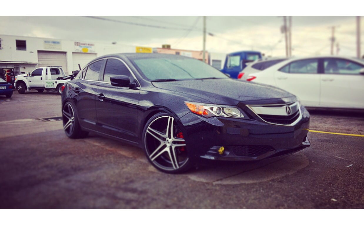 """(2015) 2.4 Acura ILX on 20"""" rims lowered with D2 coilovers ..."""