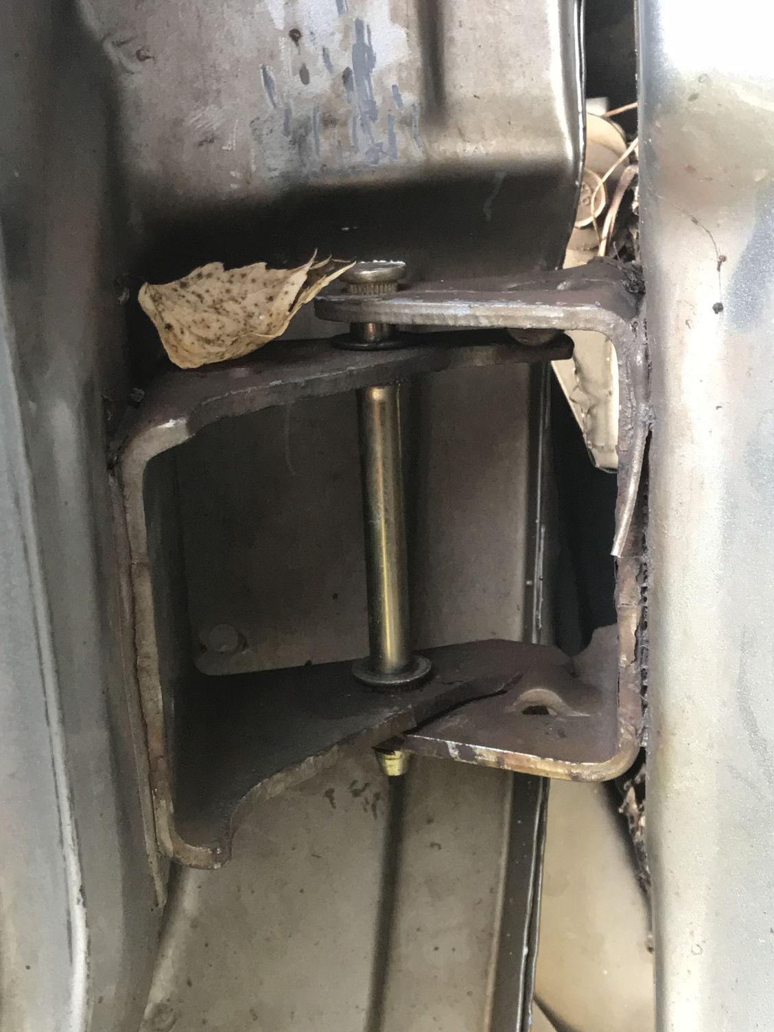 How do i best repair/replace a door hinge? - Blazer Forum ...