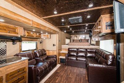 2017 Sundowner Kings Quarters LQ w/20' Garage