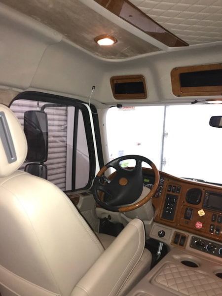 Freightliner with United Stacker  for Sale $192,000