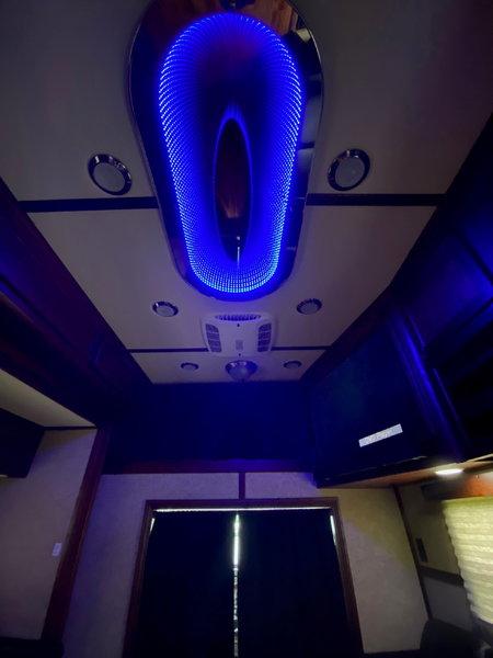 2016 Wildside Freightiner Conv. & 38' Liftgate Trailer