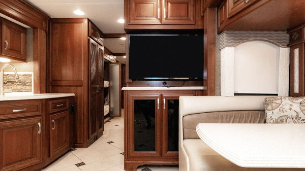 2014 Charleston 430BH Bunkhouse Tag Axle Freightliner