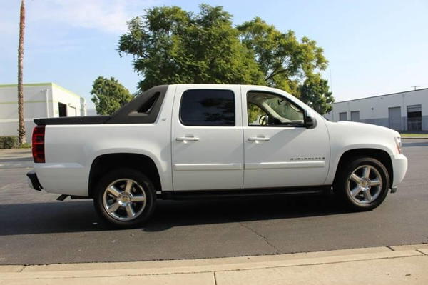 2007 Chevrolet Avalanche LT 1500 4dr Crew Cab 4WD SB  for Sale $14,900