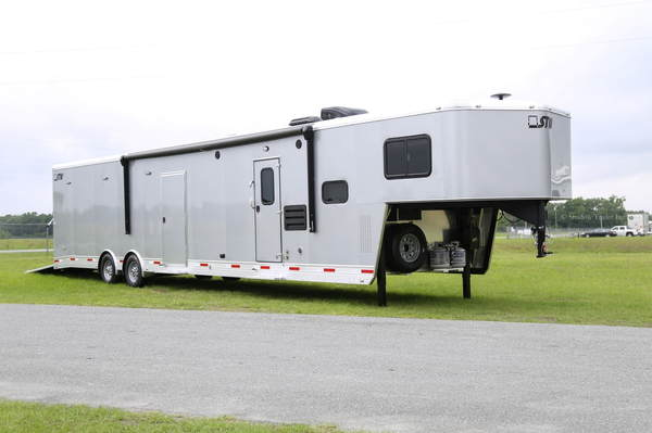 2020 STW Toy , Car hauler with 14' Living Quarters