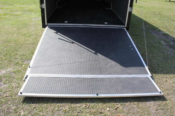 IN STOCK NOW!!! 28' Continental Cargo Race Trailer
