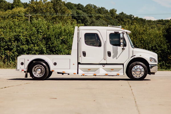 2005 FREIGHTLINER M2-106 SPORT CHASSIS  for Sale $78,500