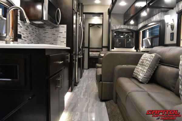 2022 RENEGADE 39' TANDEM SHORT COACH WITH 600HP