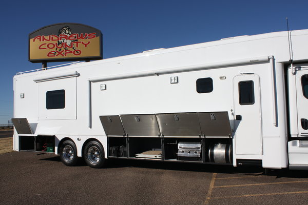 2013 Showhauler Two Full Baths Bunk Beds Motorhome