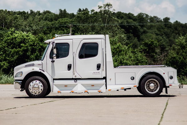 2005 FREIGHTLINER M2-106 SPORTCHASSIS  for Sale $58,500