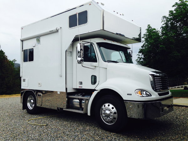 2006 Columbia Freightliner W/ 2010 10' Full Conversion  for Sale $90,000