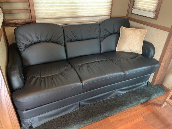 2014 Showhauler 38' RV  for Sale $169,000