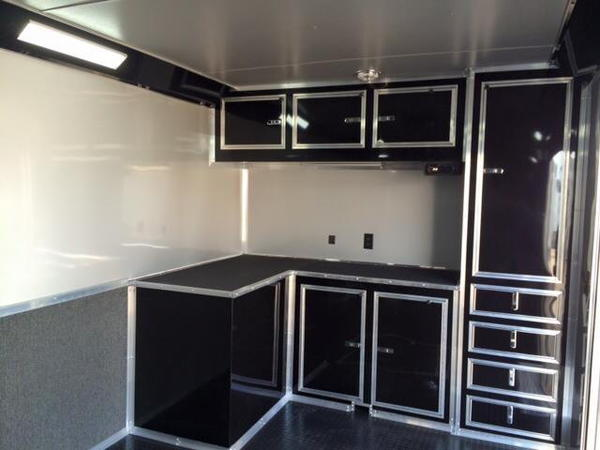 32'  WHITE OR SILVER  BLACKED OUT TRIM LOADED CONTINENTAL CA  for Sale $23,500