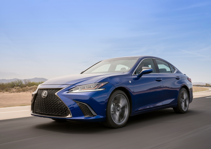 The All New 2019 Lexus Es Sheds Last Vestige Of Blandness From Nameplate Defining Spindle Grille To Asymmetric Dash