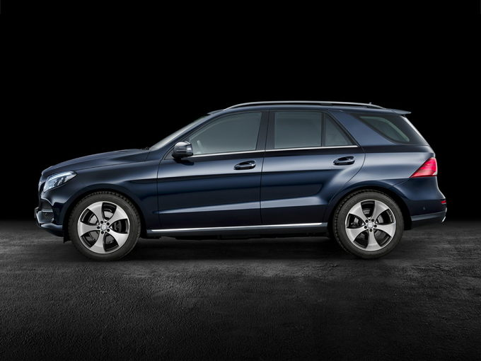 2016 mercedes benz gle300d review carsdirect. Black Bedroom Furniture Sets. Home Design Ideas