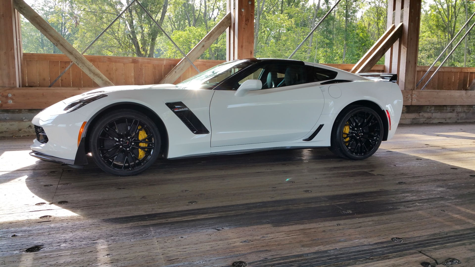 google image search and even here has few aw c7 z06s with these caliperspost up and make google proudi have seen a couple here in the past - Corvette C7 Z06 White