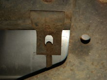 There is just one rivet in this bracket from the bottom going up into the frame.