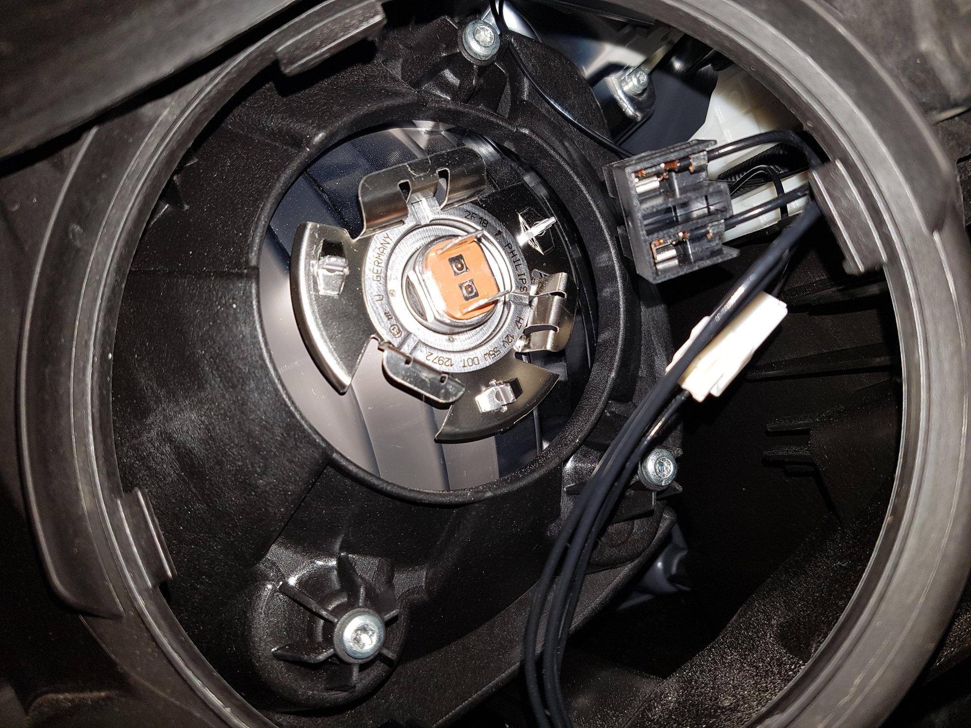 2013 GLK 350 Low beam headlamp replacement - MBWorld org Forums