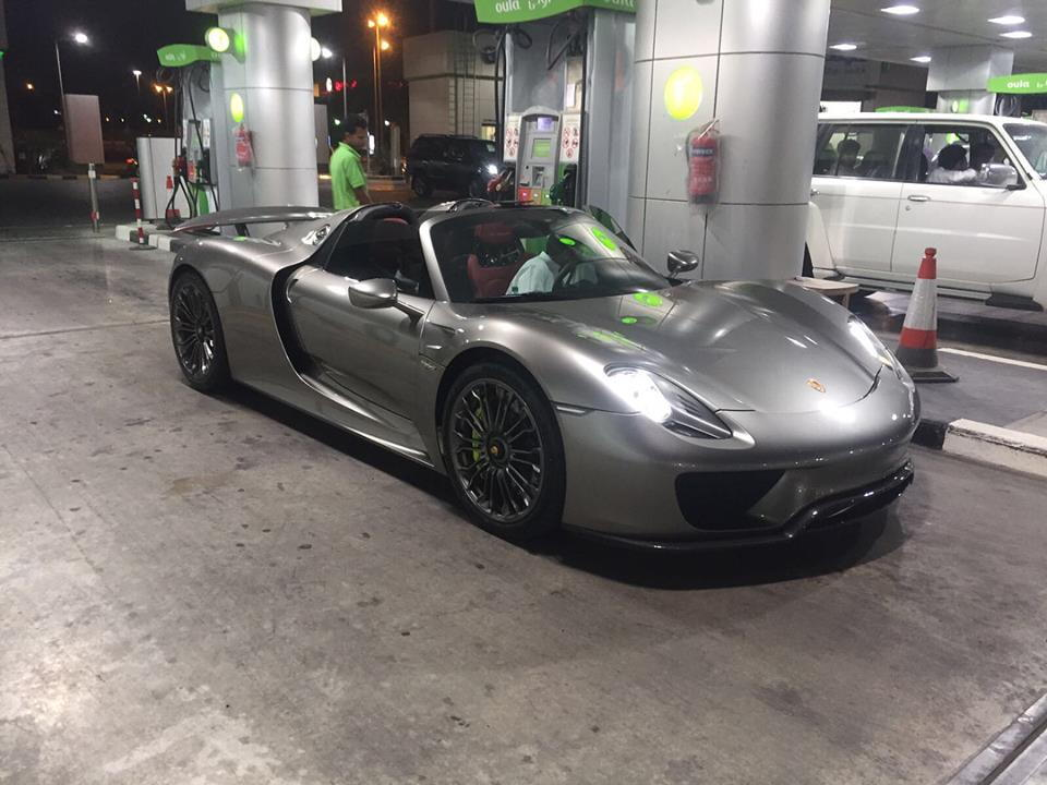Porsche 918 Spyder Filling Up At The Gas Station Teamspeed Com