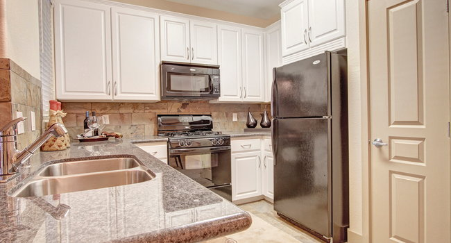 Gorgeous Kitchen with Custom Cabinets and Granite Countertops