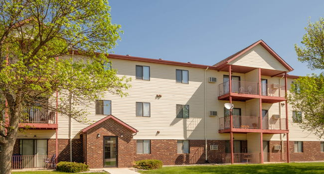 Image of South Pointe Apartment Community in Fargo, ND