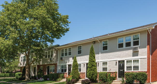 Hawthorne Court - 113 Reviews | Central Islip, NY Apartments for