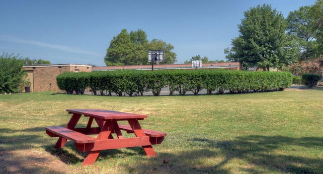 University Gardens Manor - 95 Reviews   Memphis, TN Apartments for ...