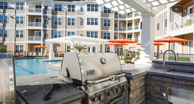 Poolside Kitchen and Grills