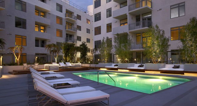 Image Of The Avenue Hollywood Apartments In Ca