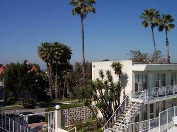 Image Of Sea Breeze Apartments In Redondo Beach Ca