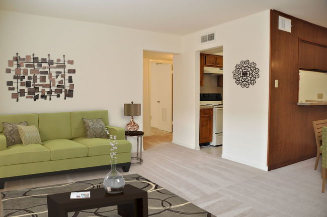 Manager Uploaded Photo Of Stratford House Apartments In Houston Tx