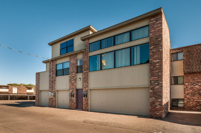 Paramount Terrace Apartments - 17 Reviews | Amarillo, TX